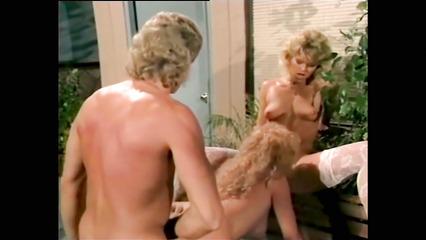 Ретро порно с участием двух медсестер и доктора
