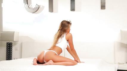 Подборка эротических клипов с сногсшибательными красотками