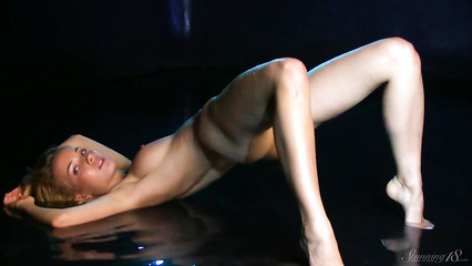 Эротическое видео голой модели со съемок для журнала
